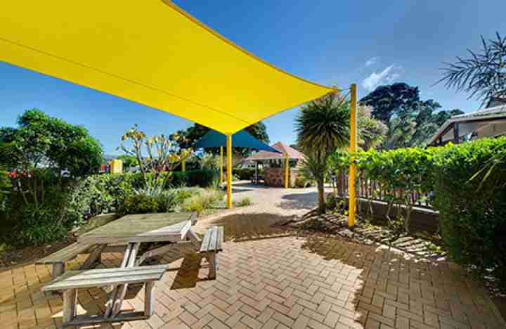 Wellington Top 10 Holiday Park picnic area